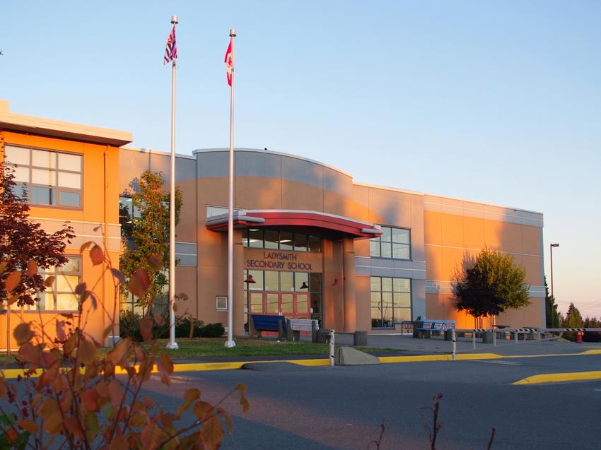 Trường Trung Học Công Lập Lady Smith School District - Wisconsin - USA