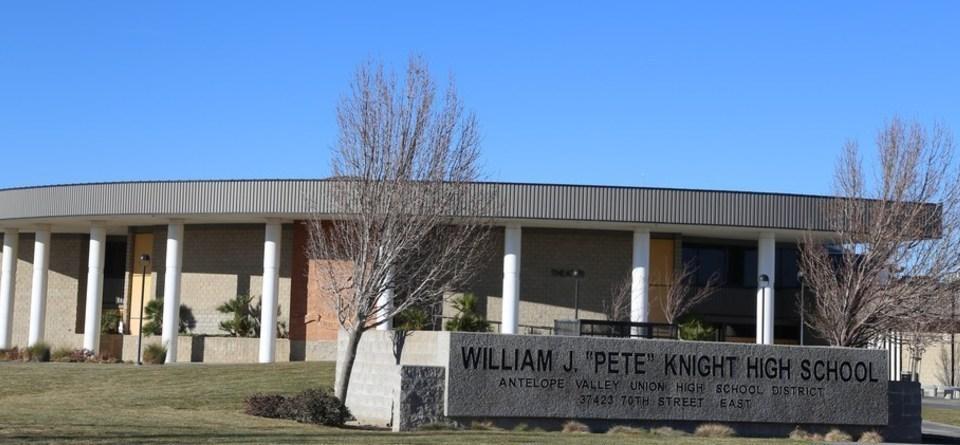 Trường Trung Học Công Lập Pete Knight High School District - California - USA