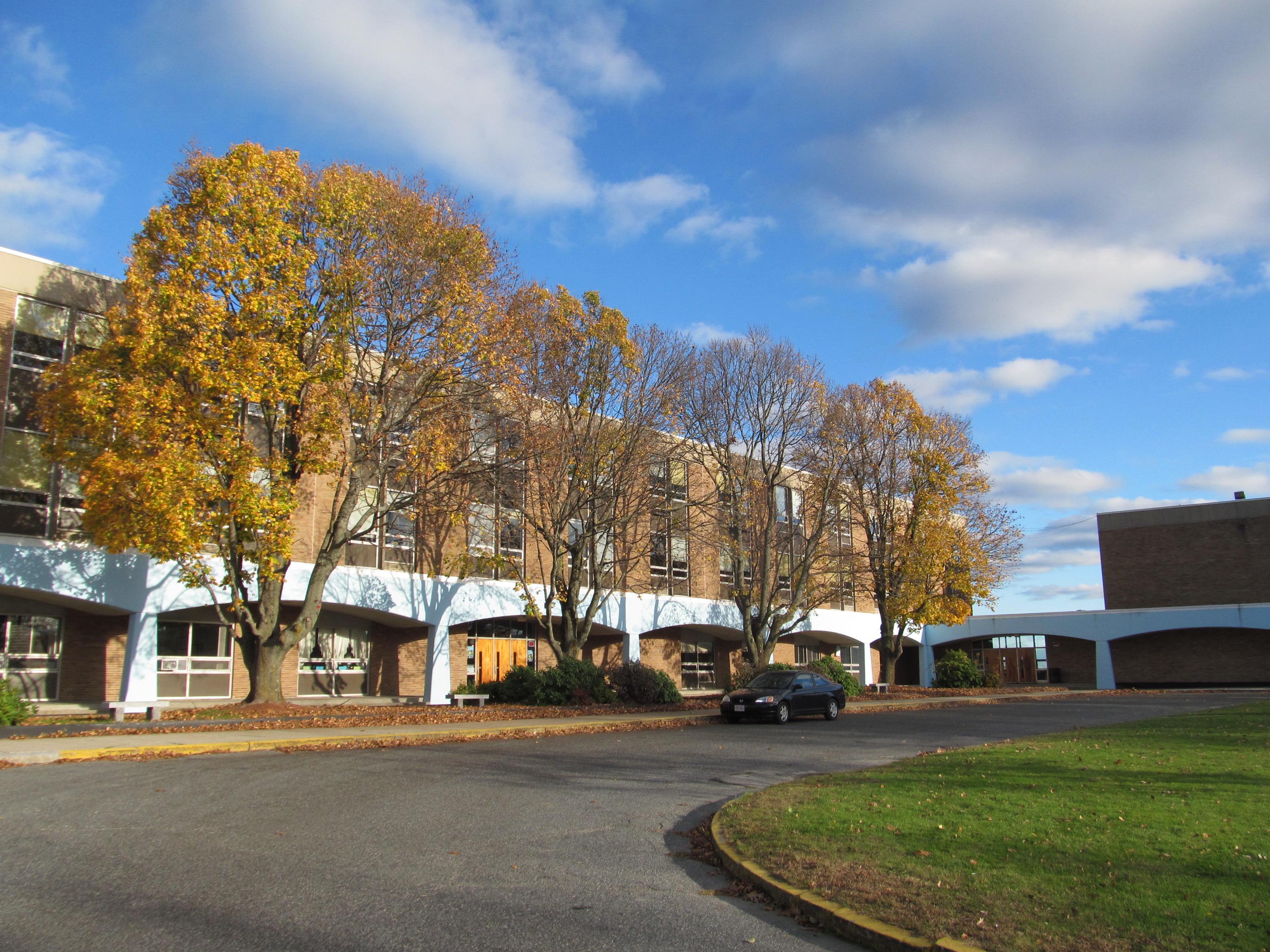 Trường Trung Học Ngoại Trú Holy Name Central Catholic High School - Massachusetts, USA
