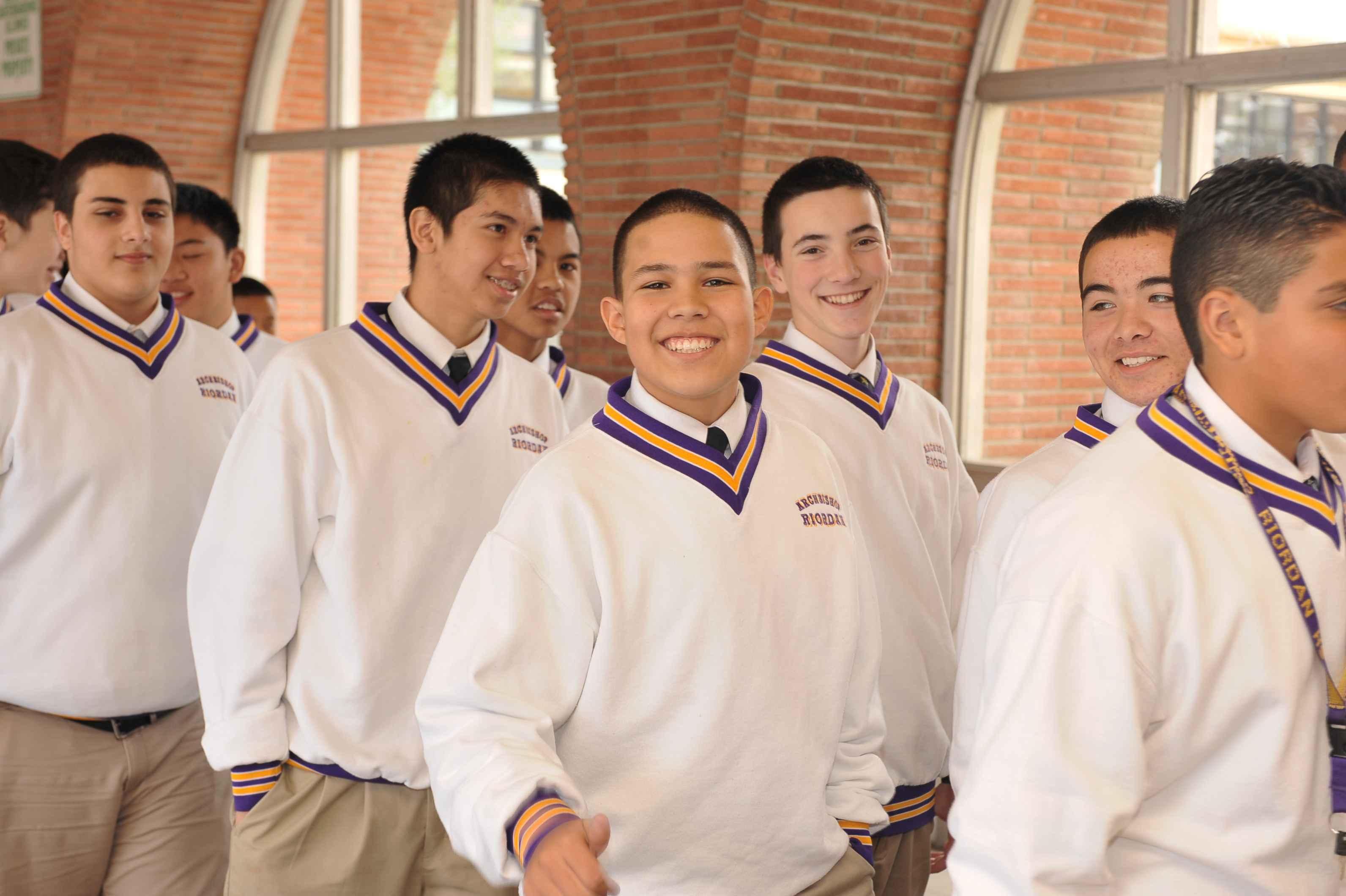 Học Bổng Trường Trung Học Archbishop Riordan High School - California, USA