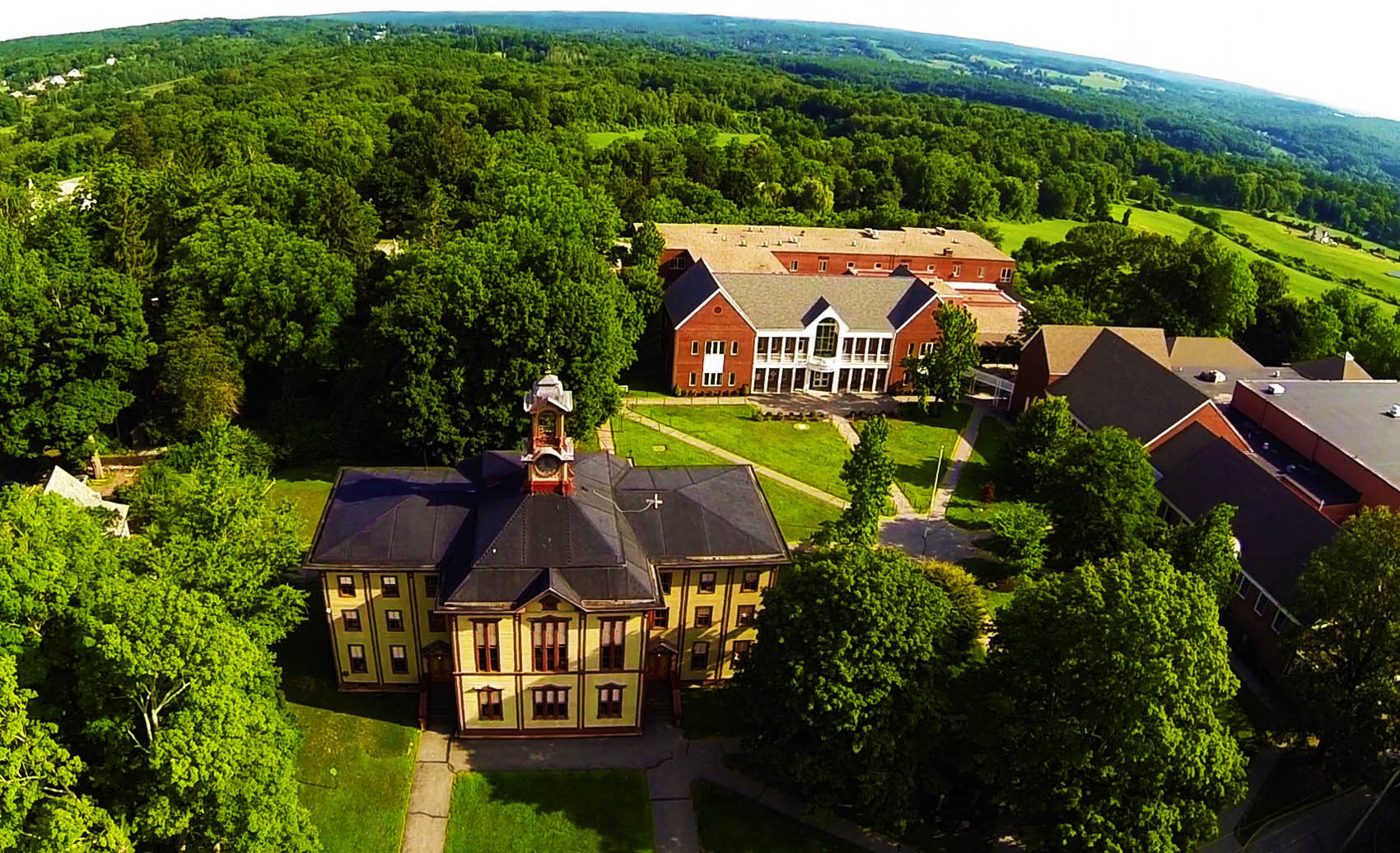 Học Bổng Trường Trung Học Woodstock Academy - Connecticut, USA