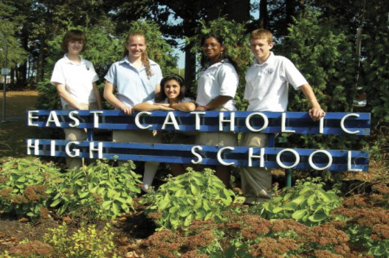 Học Bổng Trung Học Mỹ - Trường Trung Học East Catholic High School, Connecticut, USA