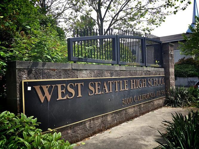 Trường Trung Học Công Lập West Seattle District - Washington - USA