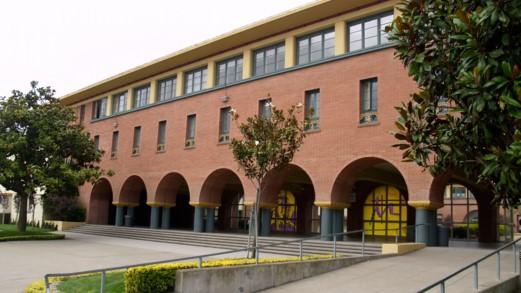 California - Trường Trung Học Archbishop Riordan High School - USA